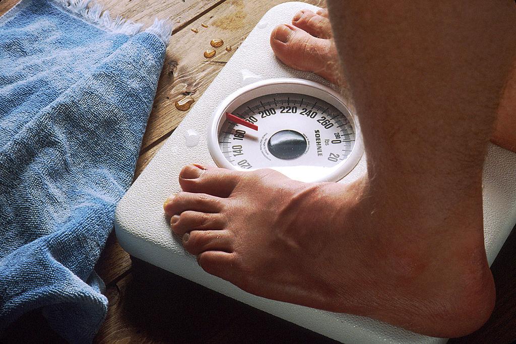 איש על משקל
