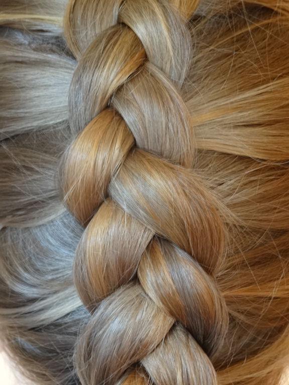 צמה שיער בהירה