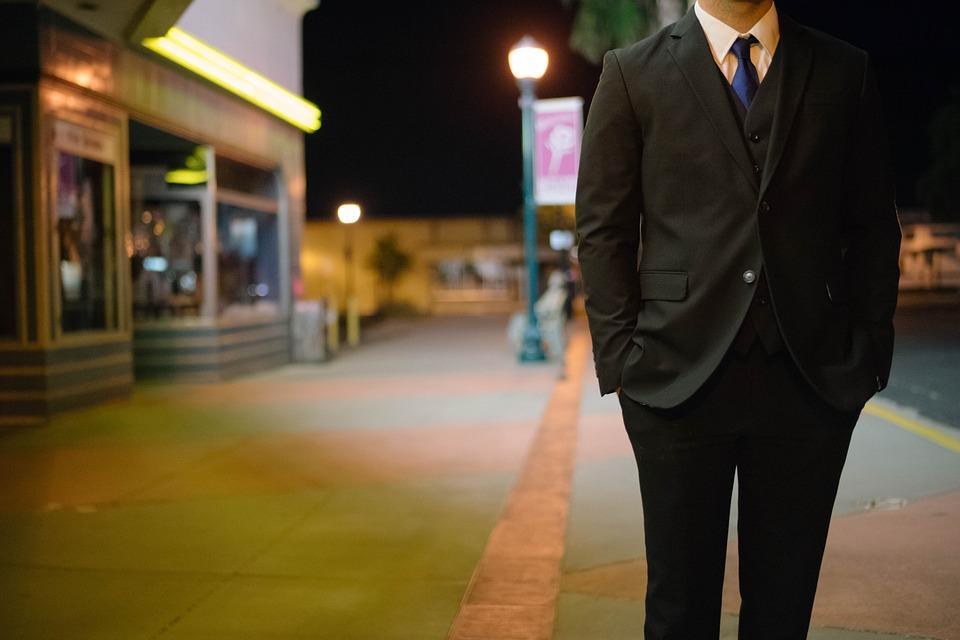 צילום איש בחליפה