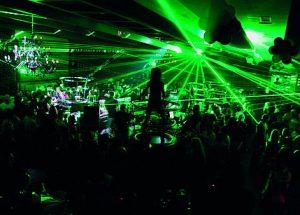 מועדון ריקודים באורות ירוקים