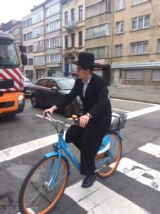 חרדי על אופניים באנטוורפן