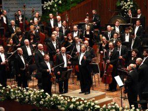 התזמורת ומנצחה זובין