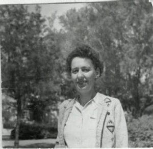 צילום שחור לבן של לאה