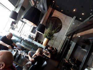 בתוך המסעדה