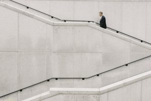 אדם במדרגות