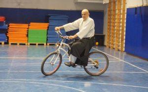 גדעון על אופניים