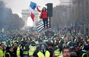 הפגנת אפודים צהובים בפריז