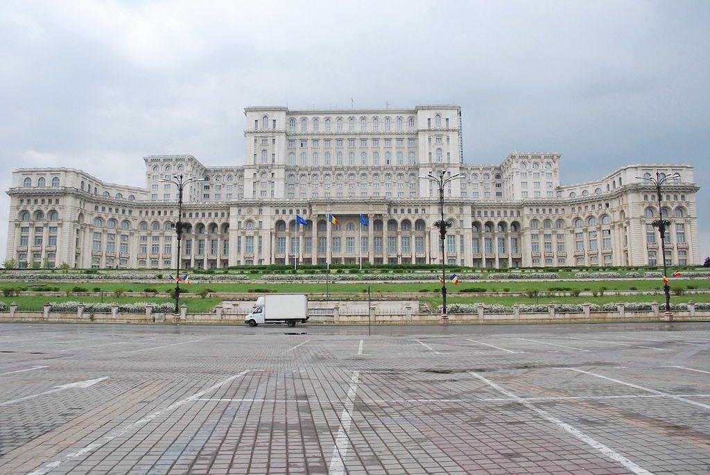 צילום מרחוק של המבנה