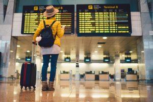 תיירת בשדה התעופה