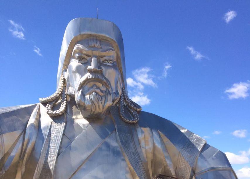 תמונה חלקית של הפסל