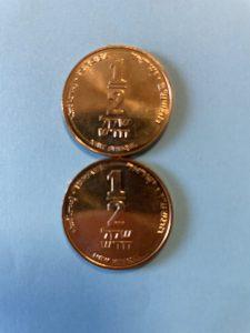 שתי מטבעות חצי שקל