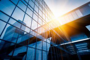 בנין עם קירות זכוכית