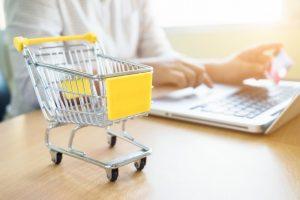 מחשב ועגלת קניות